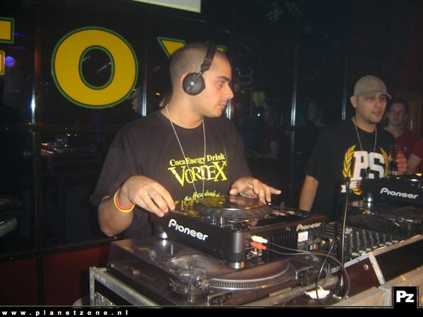 PlanetZone TV: Stap-o-theek FOX met The Partysquad ( 2006 )