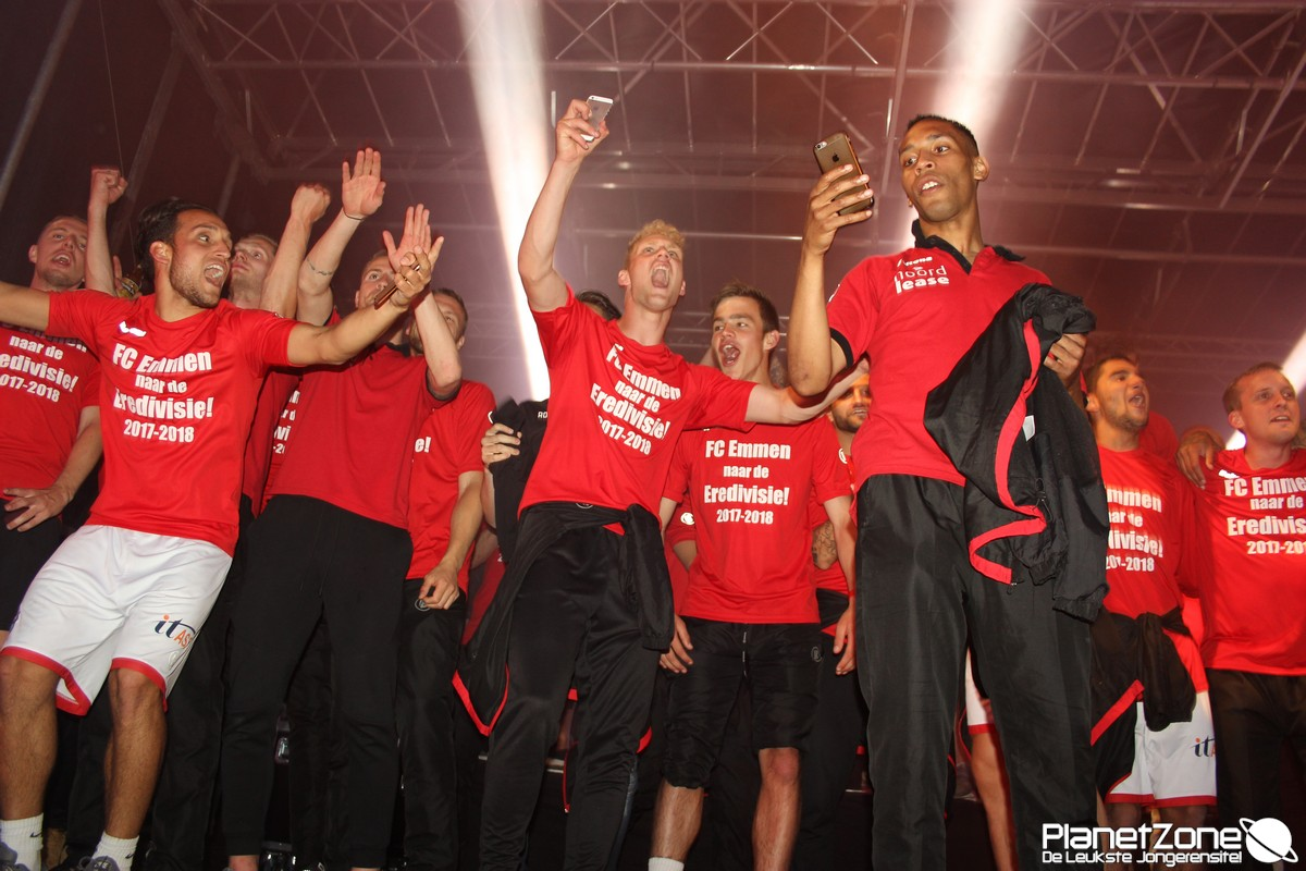 FC Emmen viert promotie naar eredivisie