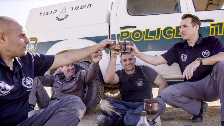De harde realiteit van het leven in een war zone in 'Andy op Patrouille': welkom in Israël