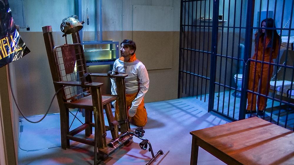 Koen, Valerie, Sean en Laura doen een 'prison break'